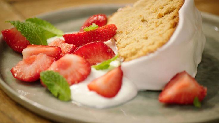 Tulbandcake met aardbeien en yoghurt   Dagelijkse kost