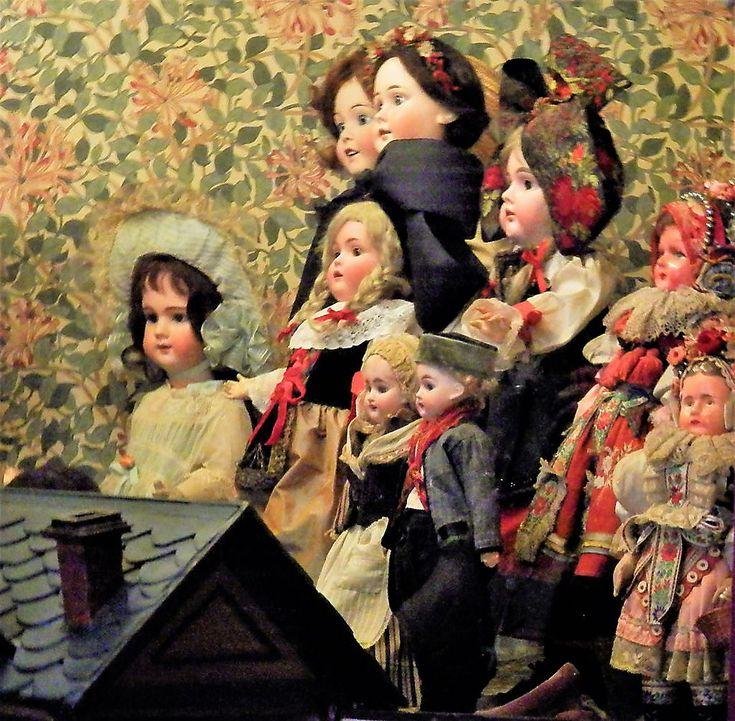 El Museo Isaac Fernández Blanco    Las hermanas Mabel y María Castellano Fotheringham han reunido, a lo largo de su vida, una de las colecciones de muñecas y juguetes antiguos más valiosas y completas de Argentina.