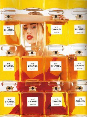 エステラ・ウォーレンのポスター画像 : 海外の美女モデルの広告ポスター集 - NAVER まとめ