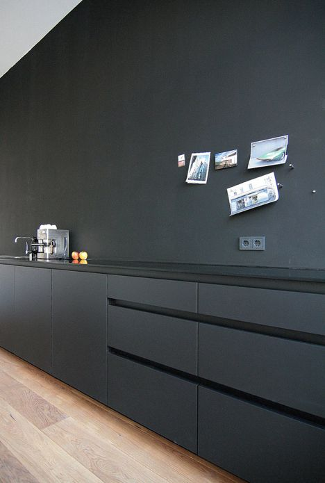 Black Wall with no upper cabinets. Love the style of the finish on these cabinets and the monochromatic fill.