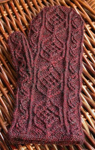 Austrian Mittens by Persnickety Knitter, via Flickr   I love that stitch pattern! I wonder what it would look like in bulky yarn... hmm.