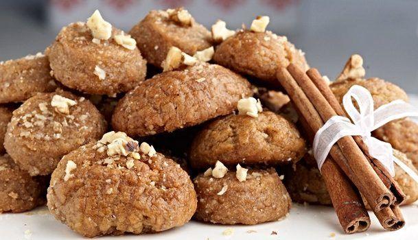 Μελομακάρονα γεμιστά με καρύδια και σοκολάτα