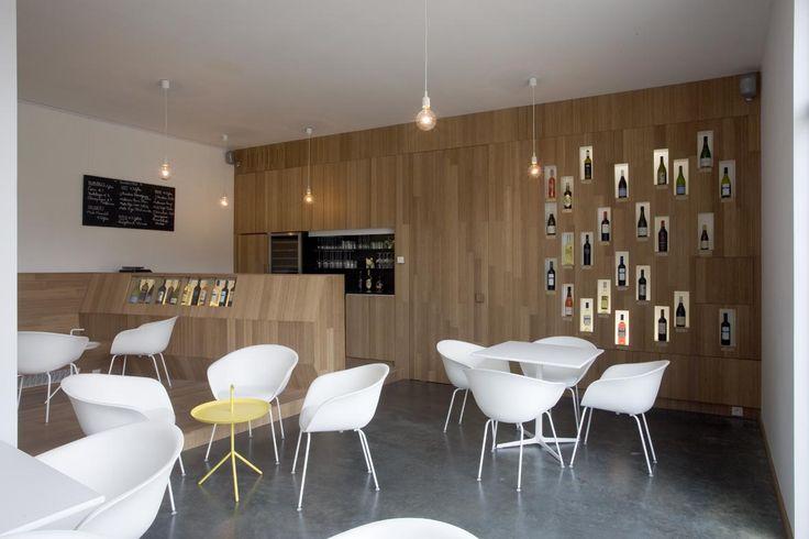 studio k - wijnbar/shop mundowijnen langdorp 2011 (bamboe caramel, gepolierde beton, arper, hay)