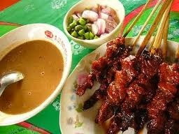 Sate Kambing. Indonesia mutton satay with soysauce