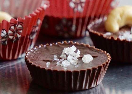 Hemmagjord choklad - INGREDIENSER 2 dl Smakfri kokosolja 1 dl Kakao 3 msk Honung en nypa Oraffinerat havssalt