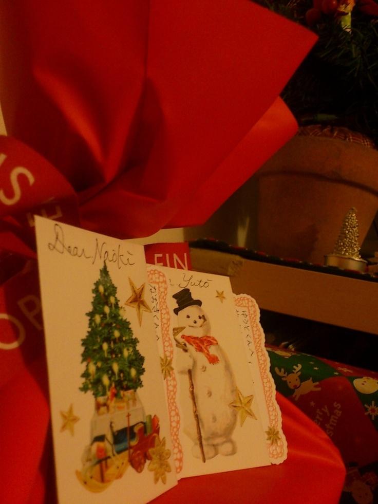 【ニックネーム】あやぺち 様 【ひとこと】子供の頃はサンタさんが来るのが本当に楽しみでしたが、親になって、サンタさんになれる喜びを教えてもらいました。サンタさんありがとう。あっ!赤いリボン、お借りしました!(笑)Merry Christmas!! 【EINSHOPスタッフより】サンタさんになれる喜び・・・素敵な言葉ですね♪お写真のカードは、サンタさんからお子さんへのメッセージでしょうか?お子さんたちがプレゼントを見つけた時のきらきらの瞳が浮かんでくるようです(*^^*)メリークリスマス!