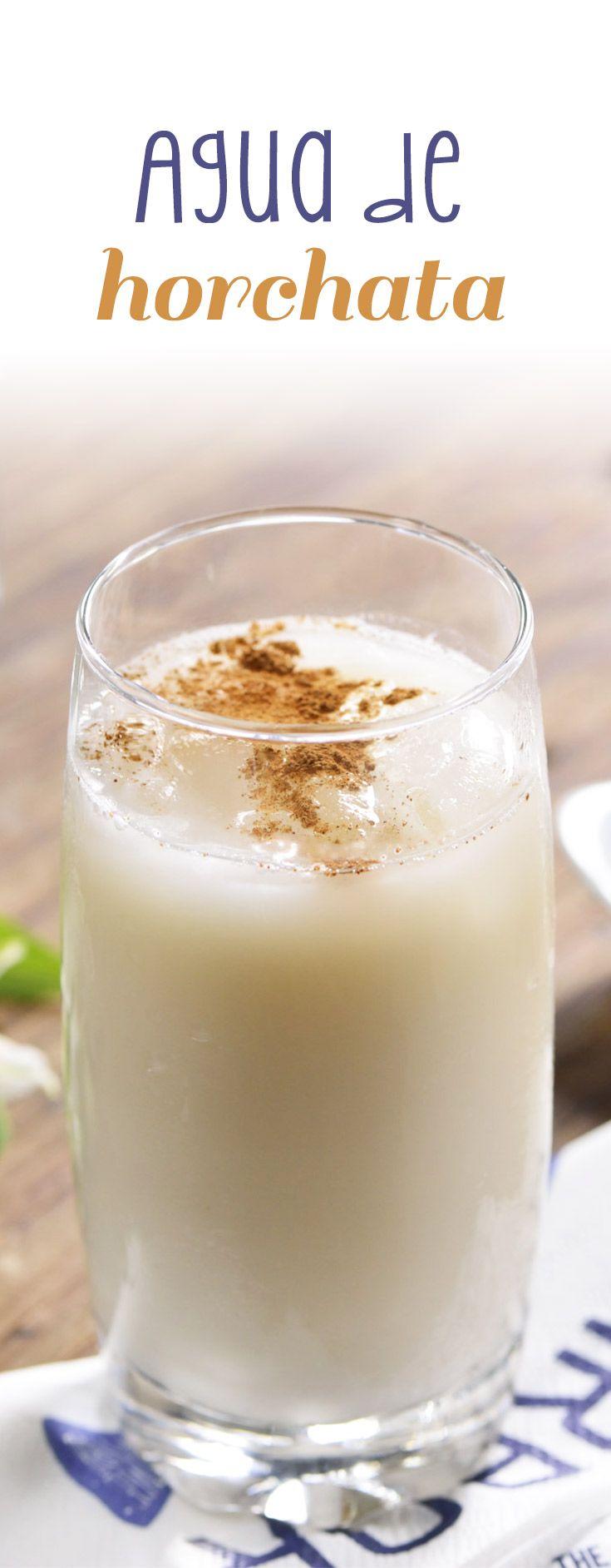 Refrescante y rica agua de horchata hecha con arroz para la temporada de calor.