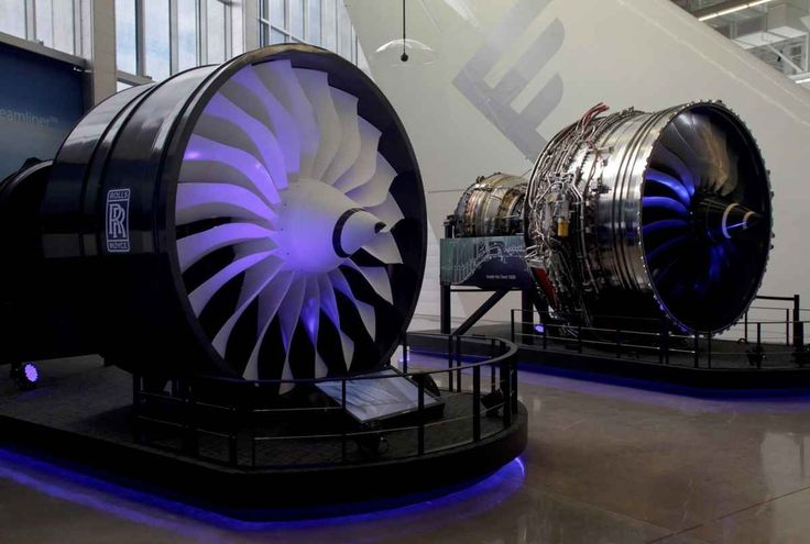 Rolls-Royce Trent 1000 787 engines in the Future of Flight Aviation Center Gallery 2007.jpg (1200×808)