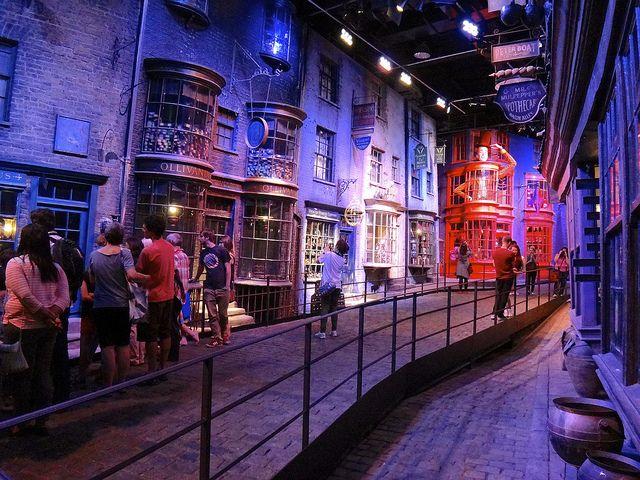 Durant votre visite du parc Harry Potter, vous pourrez vous promener comme bon vous semble dans le célèbre chemin de traverse...