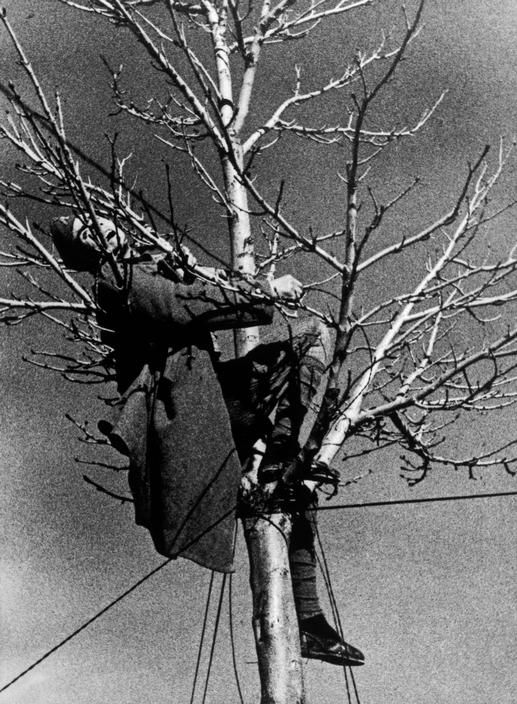robert capa: republican soldier killed while fixing the telephone lines. battle of teruel, aragón front (december 21st-24th, 1937)