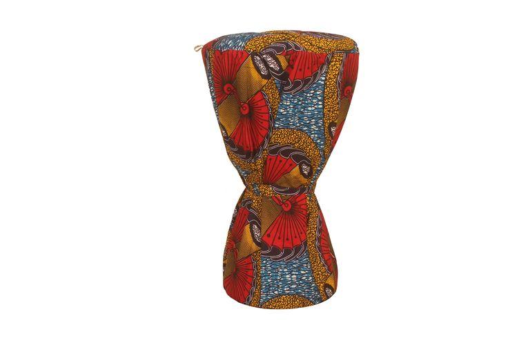 """""""Miougou""""+Djembe+hoes+-+Handgemaakte+stevige+tas+van+Afrikaanse+wax+met+dikke+voering.+Twee+hengsels+om+de+tas+als+rugzak+te+gebruiken.+  Geschikt+voor+djembés+met+een+vel-doorsnede+van+32+tot+40+cm,+gemeten+met+de+ringen.+"""