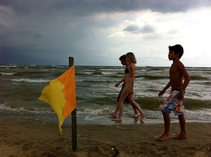 passeggiata sulla spiaggia di cesenatico