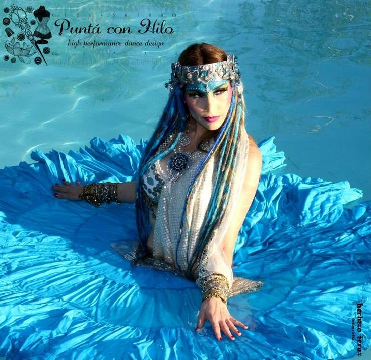 The amazing chilean dancer Paola Maluje, in Puntá con Hilo Bindi and Headdress.   Photography: Eva Dourmanis aka Hechizo Feroz Fotografía: https://www.facebook.com/pages/Hechizo-Feroz-Fotograf%C3%ADa/1605378509691557?ref=ts&fref=ts