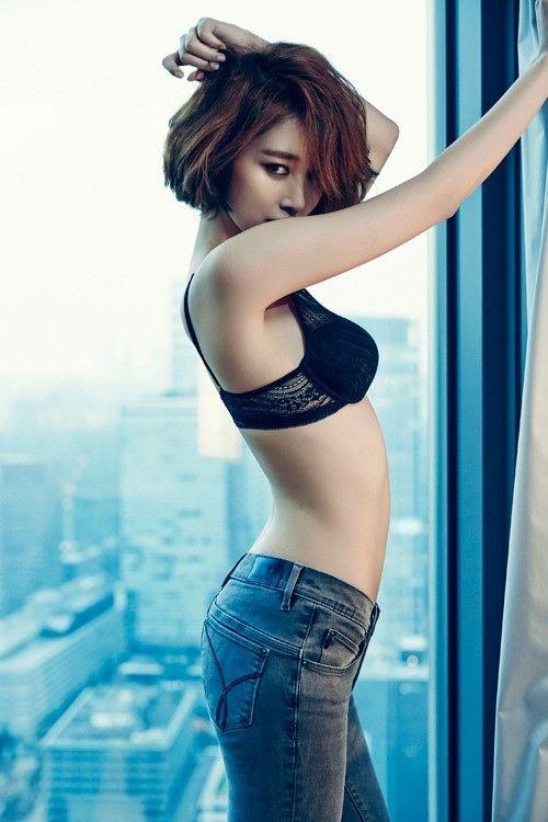 パク・ヘジン&コ・ジュニ、ベッドの上できわどい露出…怪しい雰囲気のグラビア公開 - ENTERTAINMENT - 韓流・韓国芸能ニュースはKstyle