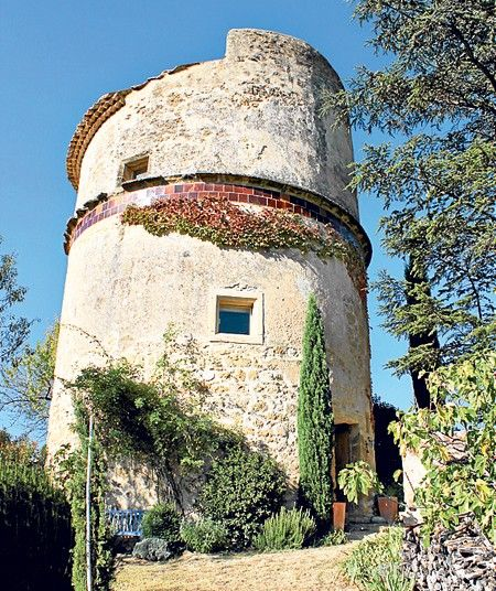 16th-century Provence tower, Luberon, France