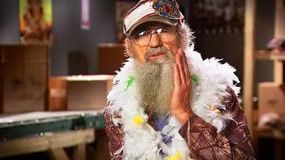 Duck Dynasty family the Robertsons have some hilarious marriage advice to share. And you've gotta hear what Uncle Si has to say...LOL! I cannot stop laughing. I just love listening and learning from this godly family!