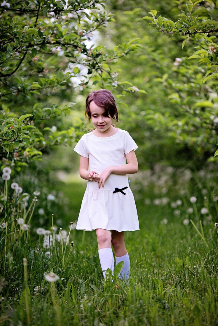 piękna sukienka Cream Frill