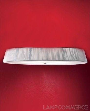 Plafón con pantalla de hilo de algodón. Cuerpo central de cristal satinado. Metal lacado blanco, elementos de níquel cepillado.