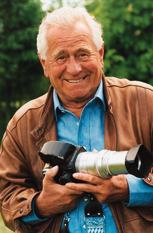 Heinz Sielmann (* 2. Juni 1917 in Rheydt; † 6. Oktober 2006 in München) war ein deutscher Ökologe, Biologe und Verhaltensforscher, Tierfilmer, Kameramann, Produzent und Publizist.
