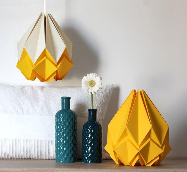 Lampada di origami giallo vaniglia e Buttercup | originale lampadario fatto a mano | divertente e colorato per un soggiorno, studio o camera da letto del capretto di TedzukuriAtelier su Etsy https://www.etsy.com/it/listing/261018408/lampada-di-origami-giallo-vaniglia-e
