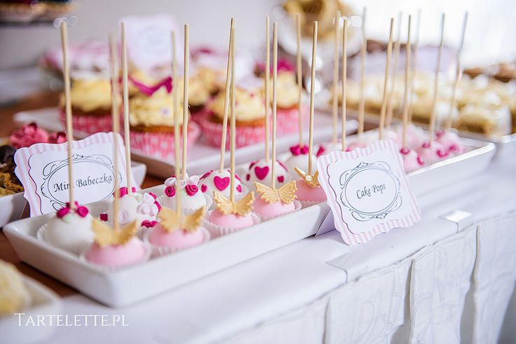 #sweettable #candybar #słdokistół #cracow #sweets #cakepops #pink #white
