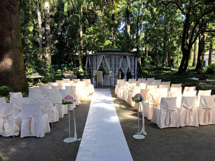 Una bellissima cerimonia in riva al laghetto di Villa Acquaroli! http://www.acquaroli.it/location-matrimoni/villa-acquaroli