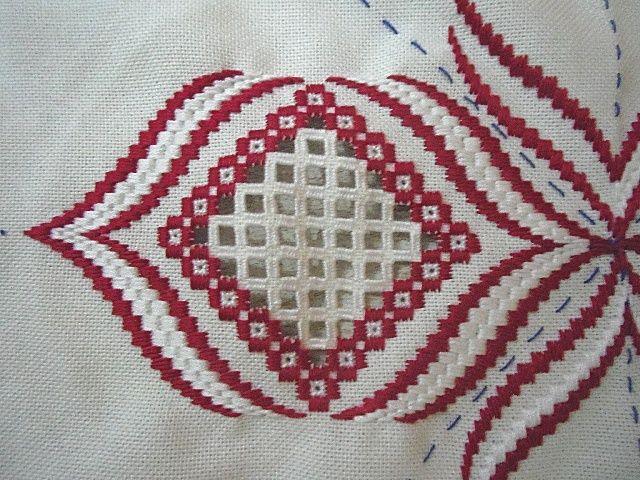 Résultats de recherche d'images pour «rose au bargello avec bordure ouvrageé»