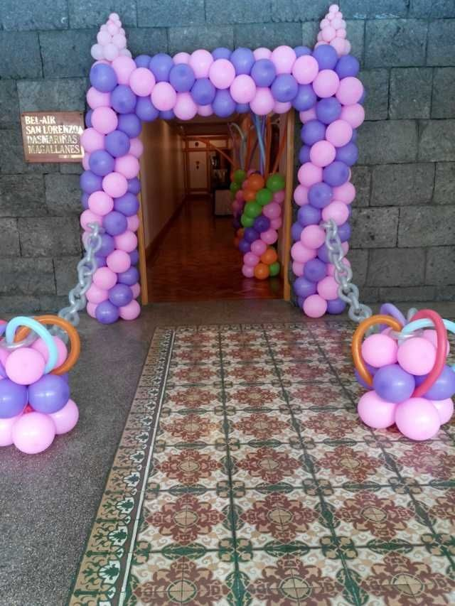 Princess balloon entrance arch by DreamTheme Events