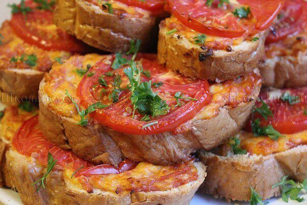 """Горячий бутерброд """"Ленивая #пицца""""  Ингредиенты: -Батон классический - 1 шт -Сыр…"""