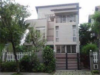 Cho thuê biệt thự sân vườn, mặt tiền đường số 22 - khu Him Lam - Kim Sơn, quận 7, TPHCM, 1 trệt, 2 lầu, giá 36 triệu http://chothuenhasaigon.net/vi/component/vnson_product/p/10267/cho-thue-biet-thu-san-vuon-mat-tien-duong-so-22-khu-him-lam-kim-son-quan-7-tphcm-1-tret-2-lau-gia-36-trieu#.VlbBadIrLIU