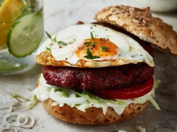 Burger z červené řepy s volským okem