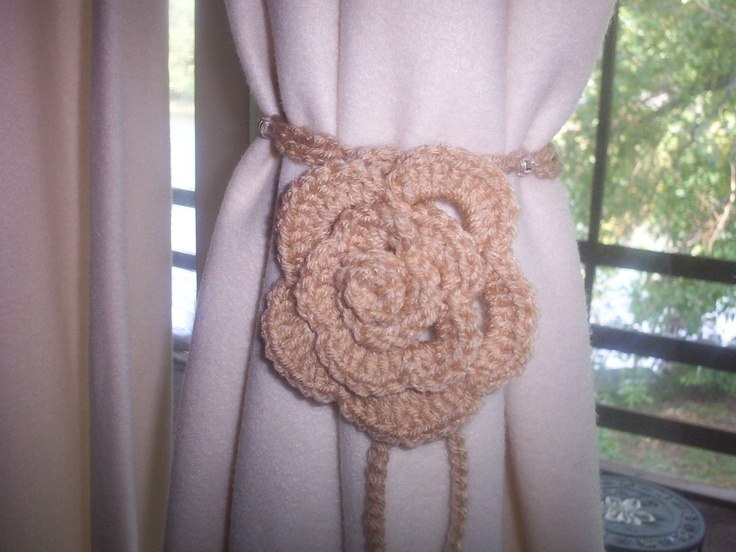 time 2 crochet-n-craft: Rose Curtain Tie Back on a fleece drape