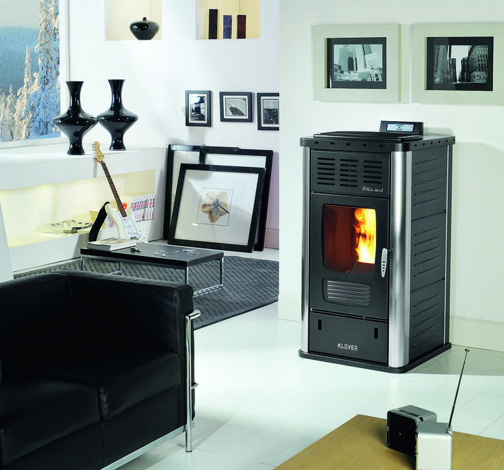 The Klover Diva Mid is the middle range stove in the Diva range, with a potential heat output of 20 kW, giving 17 kW to heating and hot water and 3 kW to the room.