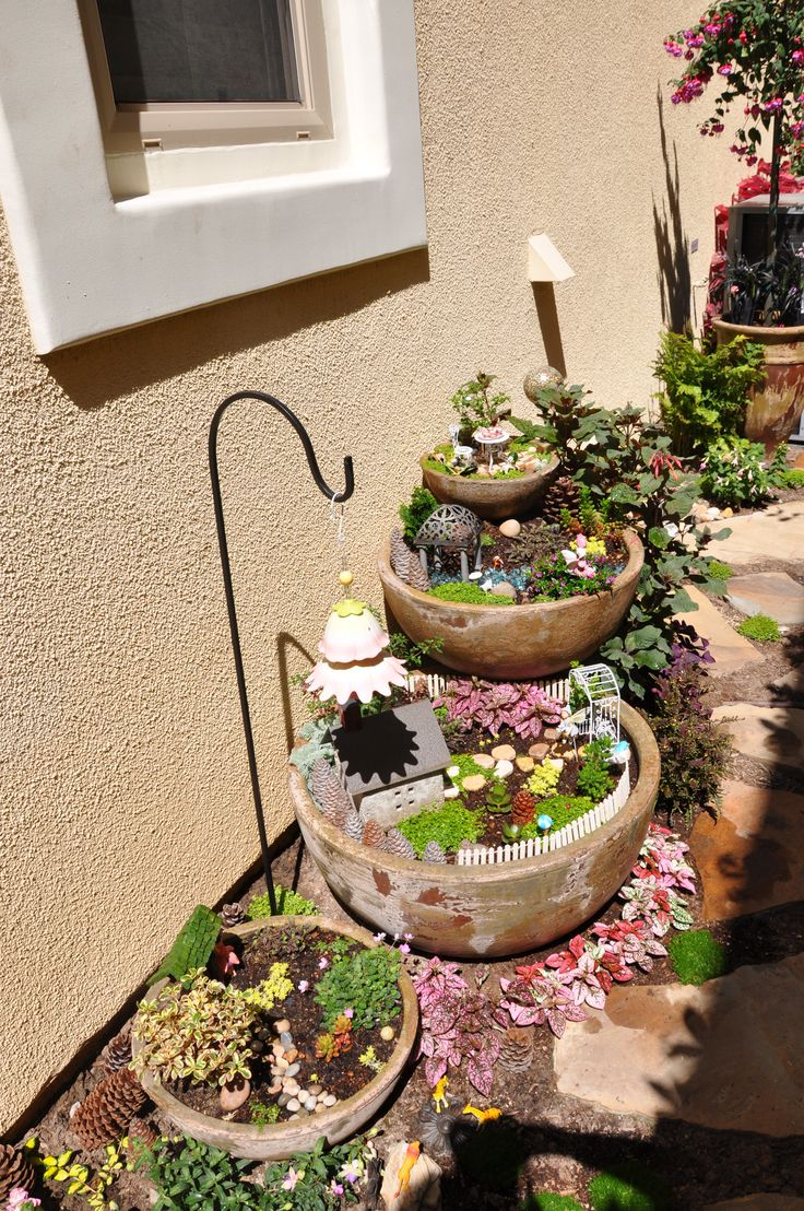 Miniature Fairy Garden These are so beautiful..... Whoever made them is so talented. Thank you for sharing.