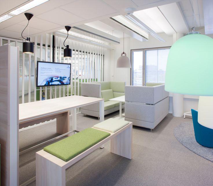 AV-tekniikka on tärkeä osa nykyisiä toimistoja. Infonäyttöjen avulla ajankohtaiset asiat on helppo viestiä henkilöstölle.
