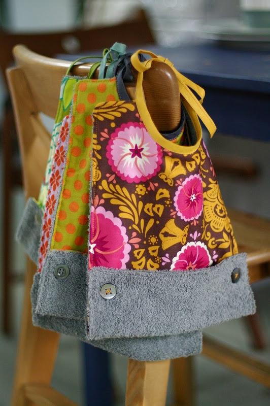 Great bibs. These look fun to make!Rerum Natura, Sewing, For Kids, Gift Ideas, De Rerum, Couture, Bibs Tutorials, Baby Bibs, Tuto Bavoir
