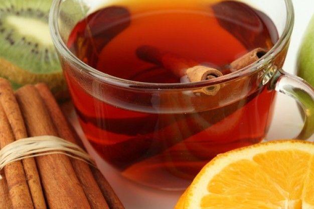 Пейте черный чай. Черный чай - вид чая, подвергающийся полной ферментации (окислению) в течение от двух недель до месяца (по традиционной технологии). Бывает байховым, гранулированным, п...