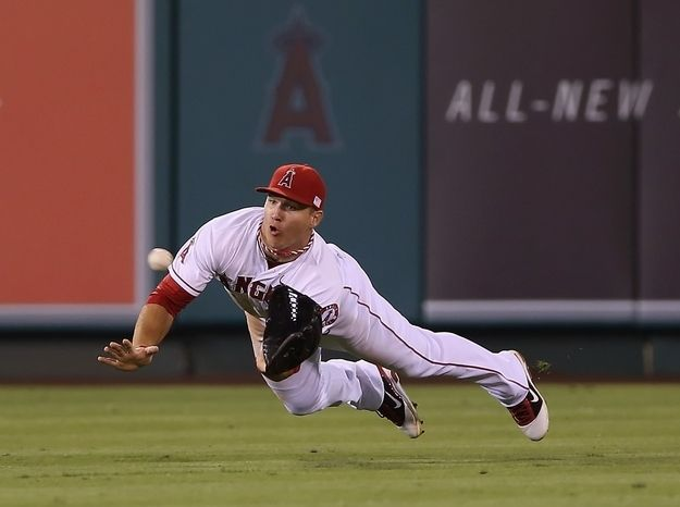 Mike Trout's UZR: 10.6 | Five Objective Reasons Mike Trout Should Have Won The Gold Glove