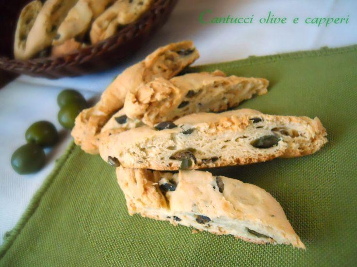 Quando si parla di cantucci si pensa ai classici con mandorle.Oggi invece vi propongo la versione salata:cantucci olive e capperi per uno snack gustoso.