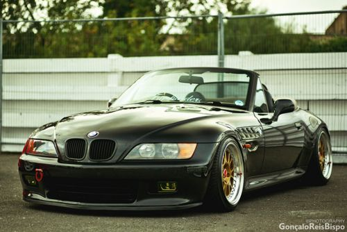 Slammed BMW Z3 Roadster. Photo by Gonçalo Reis Bispo.