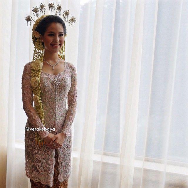 ...saat pengantin tersenyum senang, lega rasa dihati... #throwback #akadnikah…
