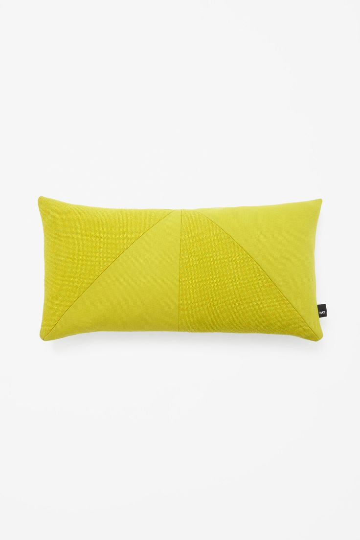 http://www.cosstores.com/it/COSxHAY/All/Rectangle_contrast_cushion/39438396-36250072.1