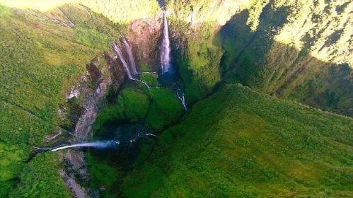 Nejkrásnější pohled na kaňon je z jeho dna, nebo – v případě, že jste běžný turista – z helikoptéry. V pravé části je vidět zužující se Koridor.