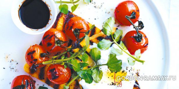 Полента с печеными помидорами и козьим творогом