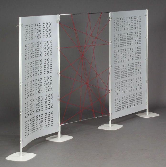 Arianna es un innovador sistema accesorio modular que consta de varias pantallas y pantallas. Innovación de Arianna está garantizada por tres patentes, proteger el producto. La pantalla de Arianna puede ser formada por los siguientes componentes: barras verticales de paneles de policarbonato flexible, alto de 180 cm con un ancho de 100 cm y una altura de 169,5 cm. Los paneles tienen un patrón perforado. Además hay un panel con ranuras que puede contener fotos, por ejemplo (ver foto final)…