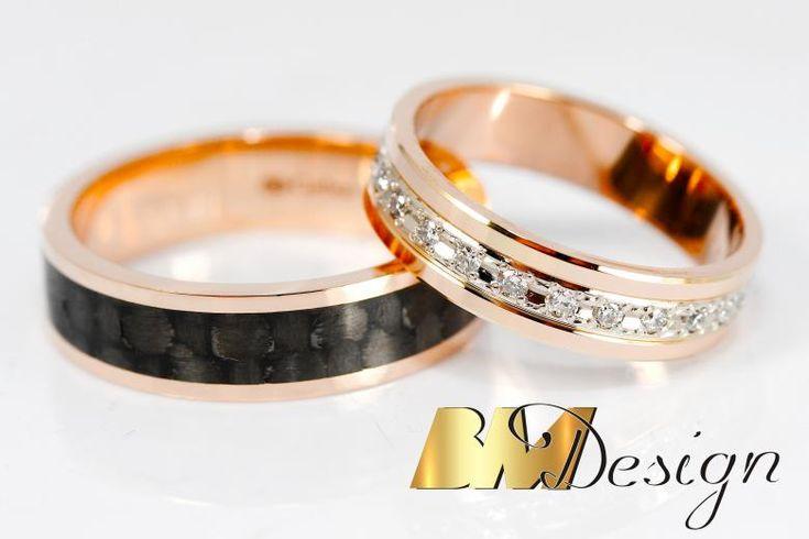 Nowoczesne połączenie Carbonu i czerwonego złota, dla Pani czerwone złoto i diamenty. BM Design Black & White #obraczkislubne #obrączki #Rzeszów #diamenty #Carbon #pierśconki #złotnik #Jubiler #naprawa #nazamówienie