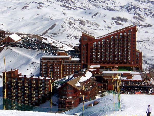Tour a Valle Nevado desde Santiago de Chile, Santiago www.rutaschile.com Para los Amantes de la naturaleza y el Ski, en este tour podremos visitar el reconocido centro de Ski Valle Nevado, y aquellos que lo deseen podrán skiar. Todos los días desde US$ 36