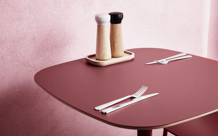 Shadier tones of pink add a warming feeling. Form table and Craft salt- and pepper mills