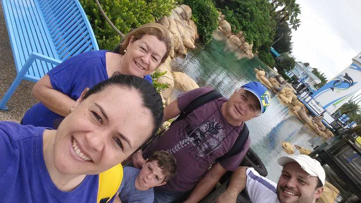 Familia curtindo ferias no SeaWorld em Orlando