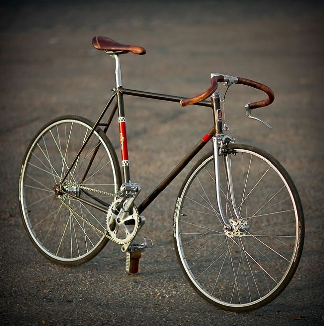 flipped handle bar with single break and stitched grips. peugeot bike